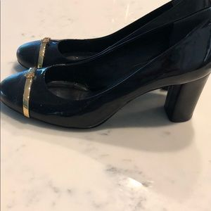 Tory Burch Shoes - Tory Burch 8 Black gold Patent leather round pumps